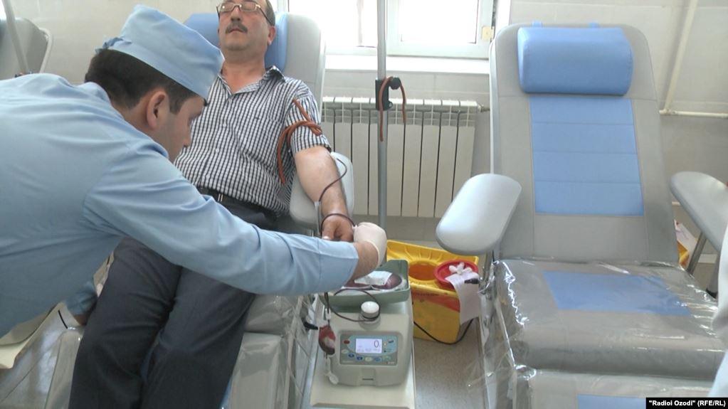 В Кузбассе донорам перестали платить за сдачу крови