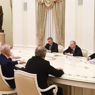 Путин поручил до конца 2020 года увеличить пособие по безработице до МРОТ
