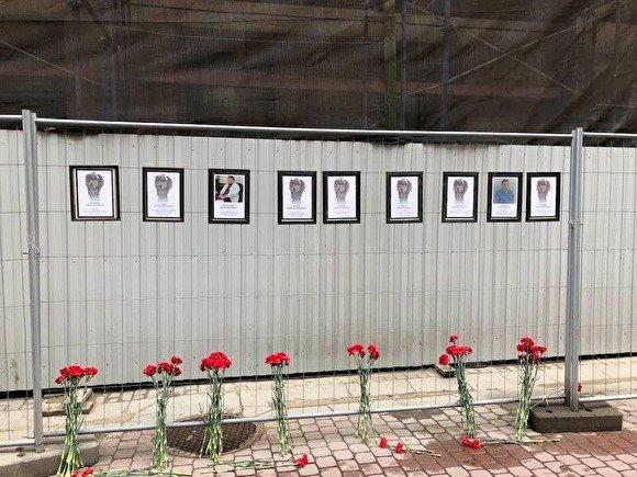 «Светя другим, сгораю сам» В Санкт-Петербурге организовали стену памяти погибшим медикам