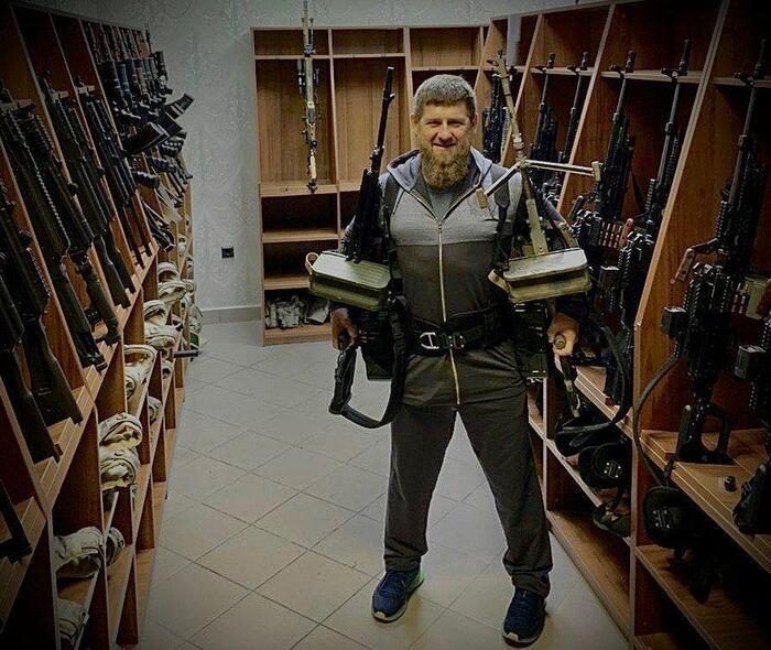 Кадыров отреагировал на включение себя в санкционный список Госдепа фотографией с оружие