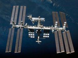 Корабль SpaceX Crew Dragon с экипажем летит на Землю