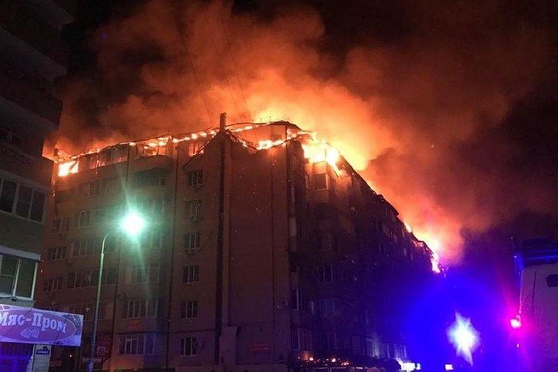 «Дом из пенопласта»: в Краснодаре пожар уничтожил 88 квартир в мансарде жилого здания
