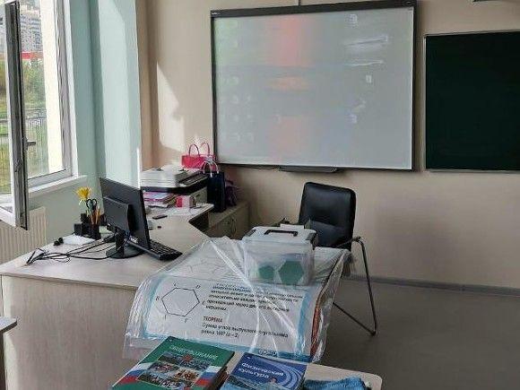 Более 10 гимназистов в Благовещенске получили ожоги глаз вследствие «профилактики» коронавируса
