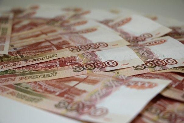 Россияне из-за пандемии потеряли почти триллион рублей зарплат