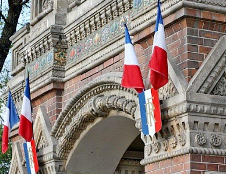 У посольства Франции в Москве вновь началась несогласованная акция
