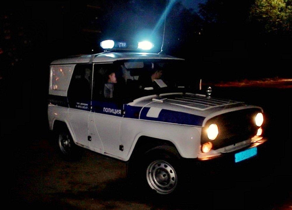 За ранившим российского полицейского поджигателем отправили вездеходы