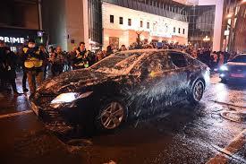 Жена пресс-секретаря президента осудила митингующих, кидавших снежки в полицию