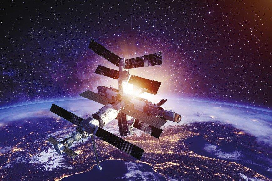 Российские космонавты по пути к Луне посетят МКС или национальную станцию
