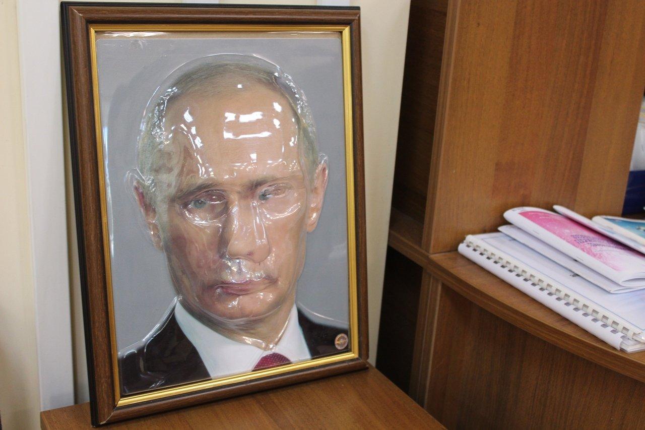 В Пензе родителей учеников школы №78 просили скинуться на портреты президента Путина
