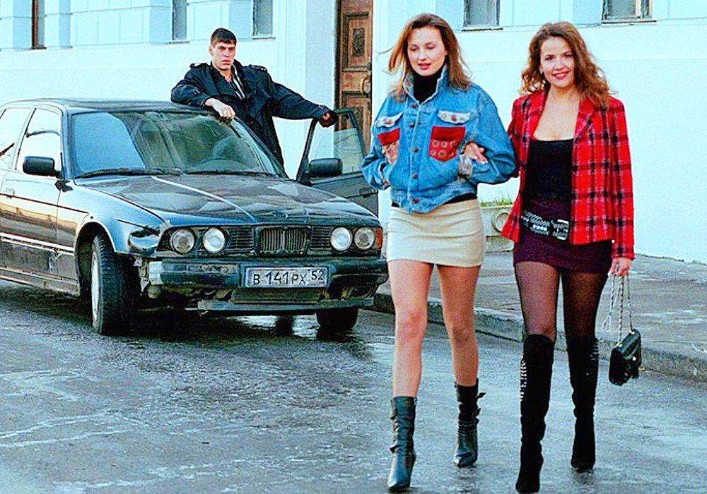 Внешность жен бандитов из 90-х стала трендом у россиянок