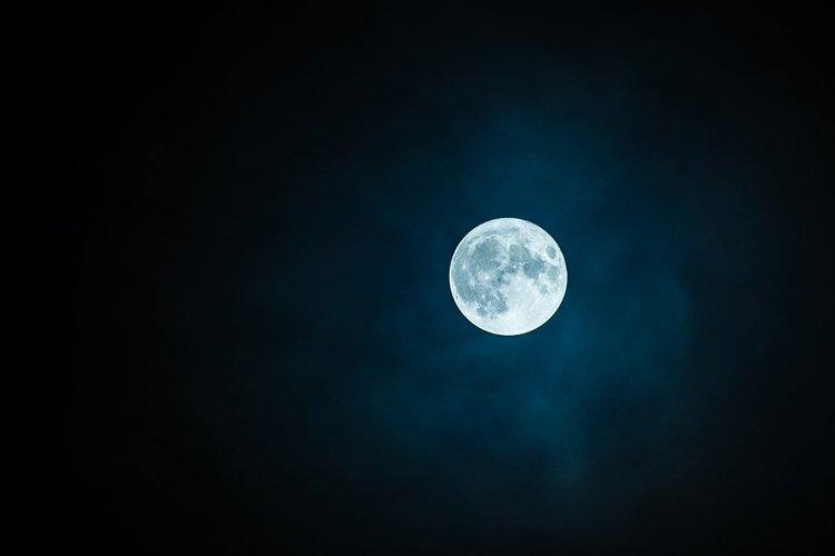 В Иркутской области власти запретили жителям наблюдение за Луной