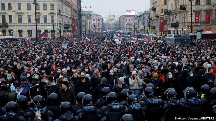 За три часа более 7 тыс. петербуржцев заявили о готовности выйти на улицы за Навального