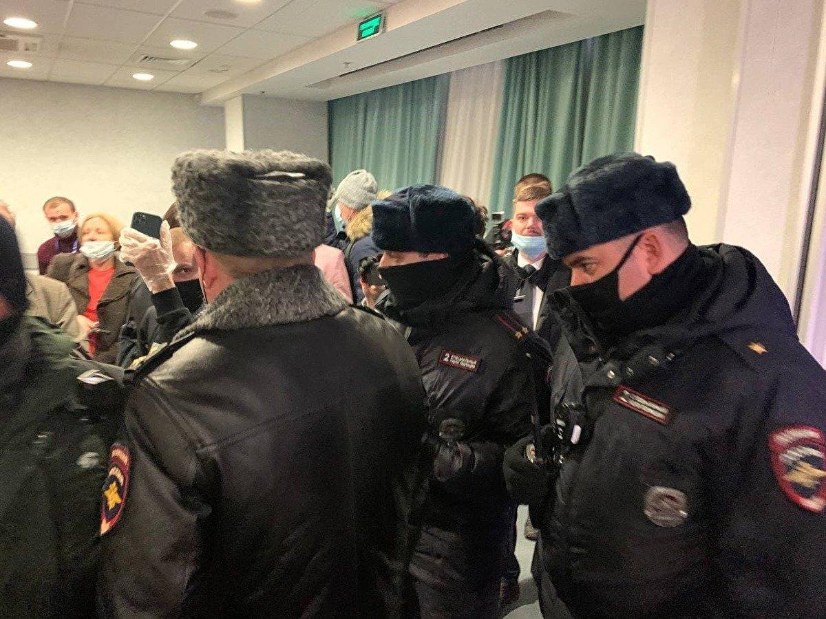 """К задержанным на форуме """"Объединенных демократов"""" выехали адвокаты """"ОВД-Инфо"""""""