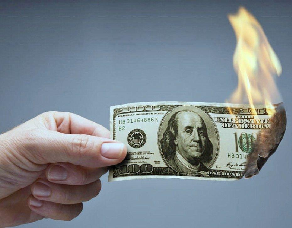Экономист о возможном отказе России от доллара: Назло бабушке отморожу уши