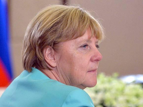 Меркель привилась признанной проблемой вакциной AstraZeneca