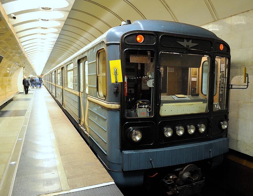 Пассажира избили и столкнули на рельсы в Московском метрополитене