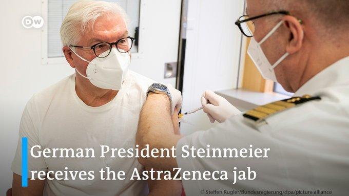 Нечего скрывать: президент Германии привился от коронавируса и сфотографировался
