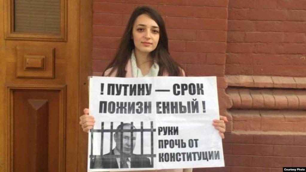 Астраханский госуниверситет выгнал студентку за поддержку Навального
