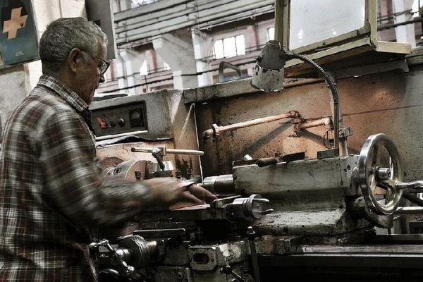 Один из крупнейших машиностроительных заводов Сибири встал из-за долгов
