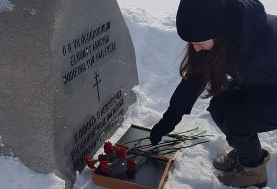 Прокуратура объявила предостережение ЕР за возложение цветов к могиле союзников нацистов