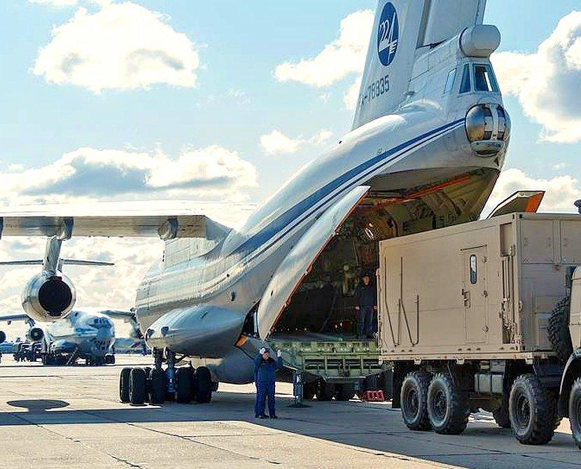 Путин заявил, что России нужно больше военно-транспортных самолетов и вертолетов