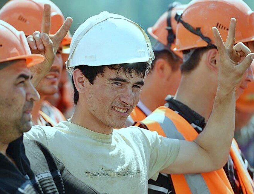 Власти Москвы заявили о нехватке 25 тыс. рабочих на стройках столицы