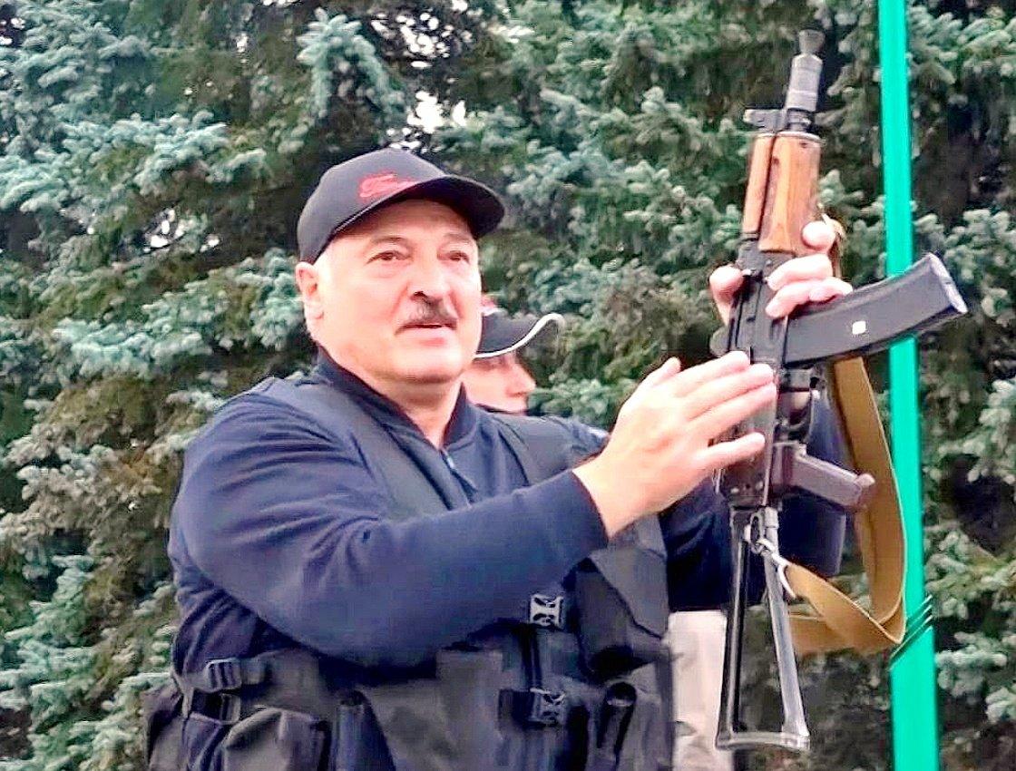 Лукашенко: Протасевича и Сапегу будут судить на территории Белоруссии