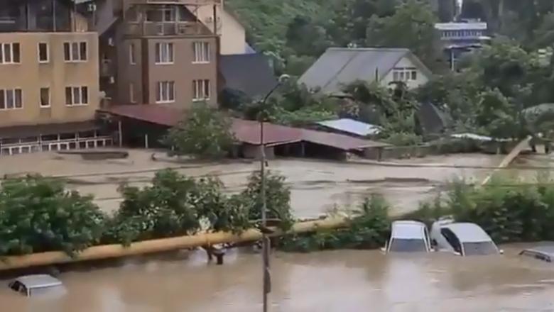Жители Керчи после потопа уже три недели живут без воды