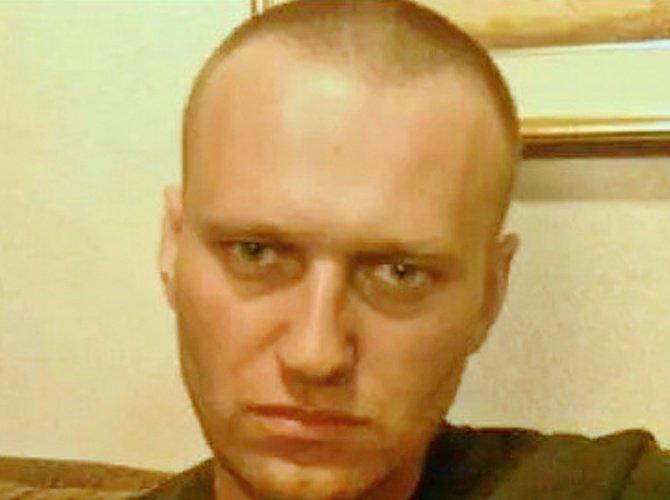 Защита обжаловала постановку Навального на учет как склонного к побегу