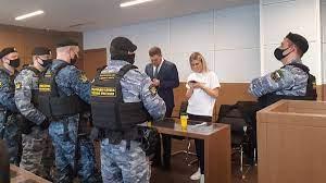 Приставы «вынесли на руках» Соболь из зала суда, где слушалось дело Олега Навального