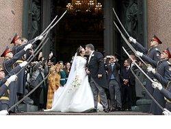 Шойгу наказал отправивших почетный караул на венчание Романовых в Петербурге военных